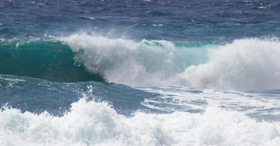 Waves by Tony Hisgett