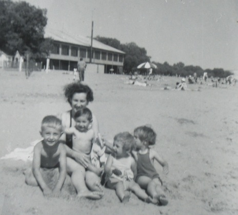 4 kids with mom at beach
