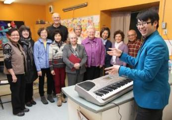 kevin-lee-newcomers-choir.jpg.opt396x276o0,0s396x276